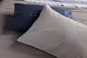 VT-Lazy-ZZZZ-kussen-jeans-en-nude